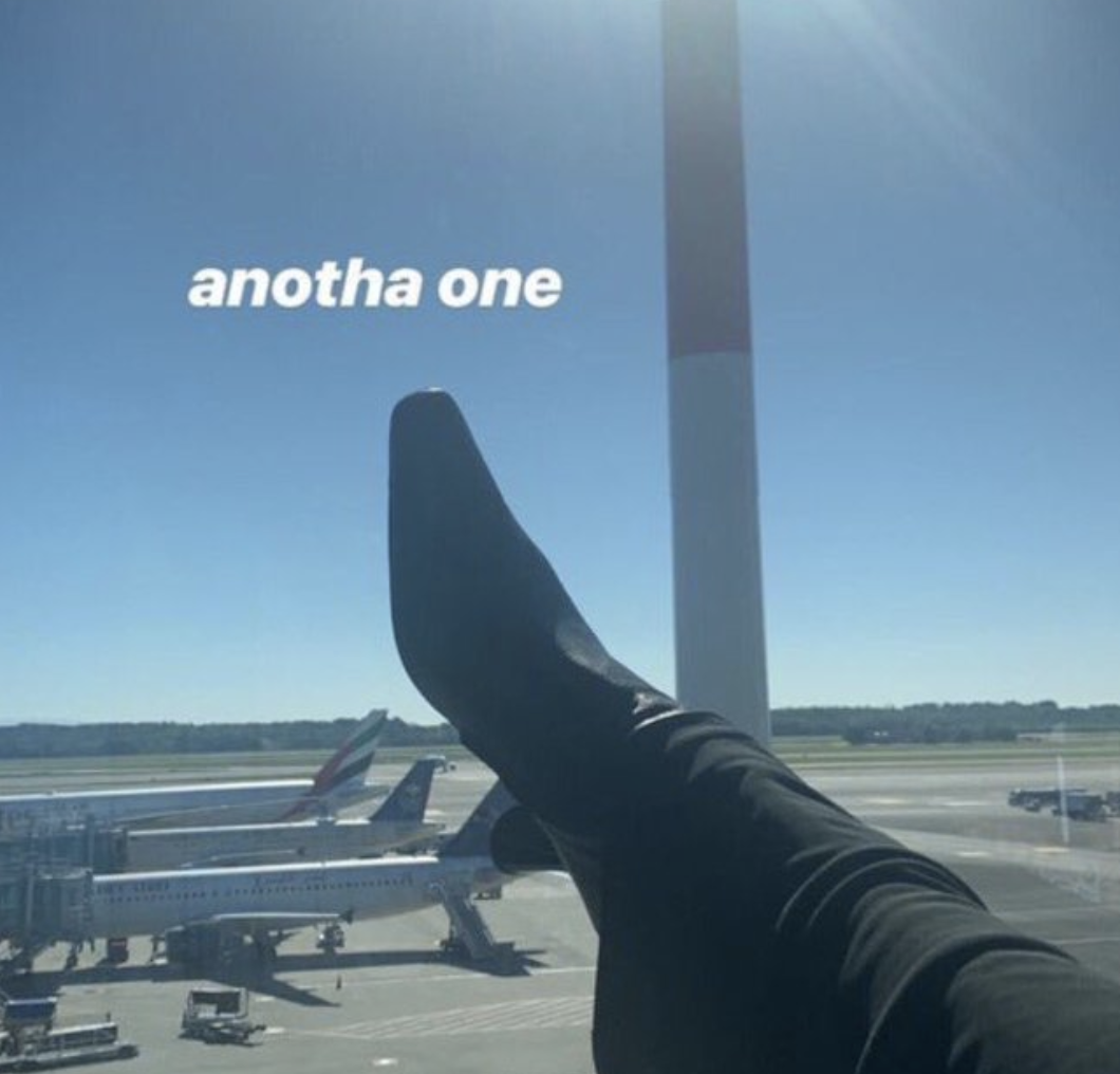 Bella Hadid et sa chaussure