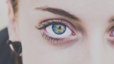 Les sourcils d'une femme