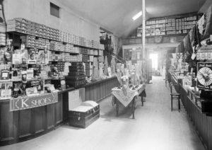Des chaussures dans une boutique