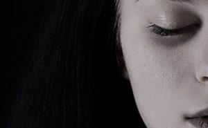 Le masque noir pour le visage